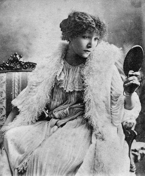 Sarah Bernhardt dans LaDame aux Camélias. Falk Studios, 1911