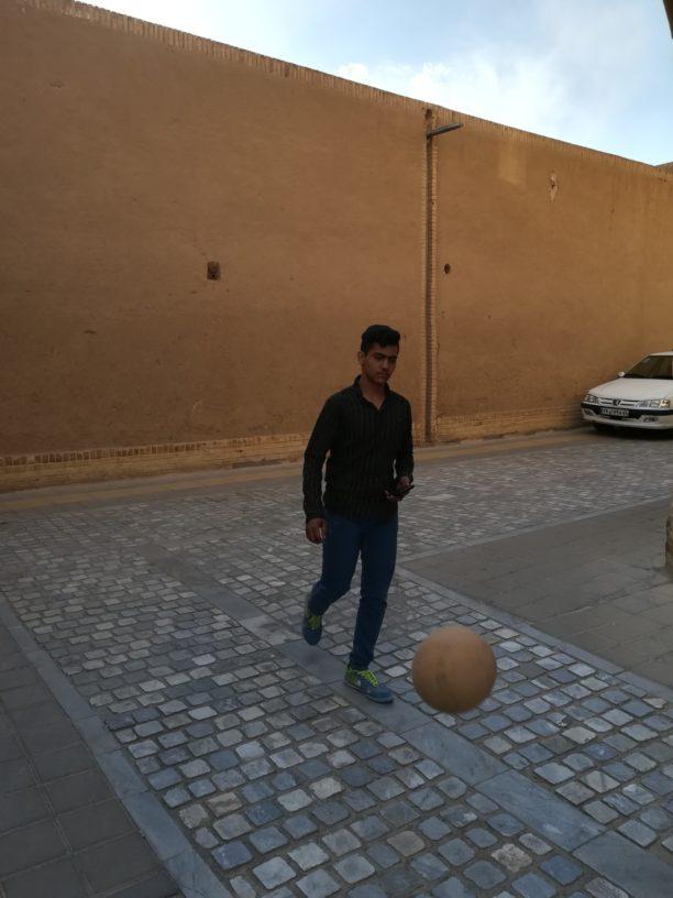 Quelque part en Iran, un adolescent