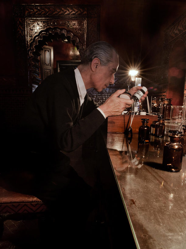 Serge Lutens dans son laboratoire Marocain